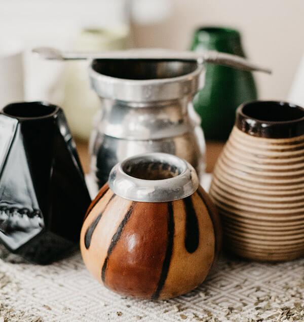 Naczynia do yerba mate wykonane są z różnych materiałów, o różnych kszałtach